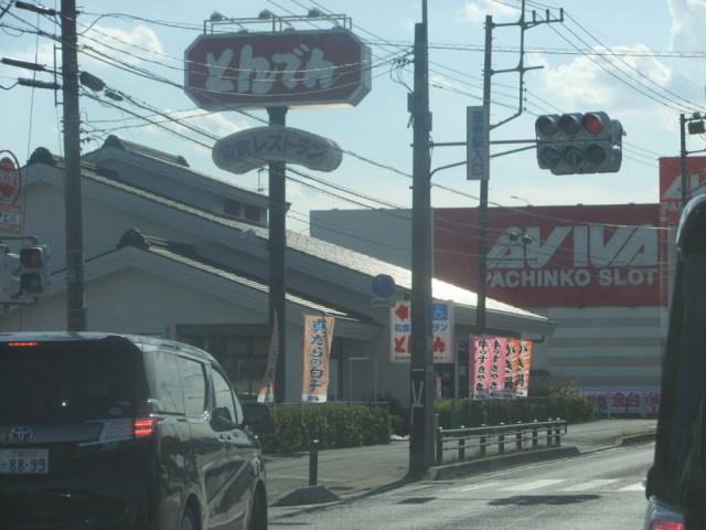 国道16号を豊春駅入り口の信号を曲がる写真