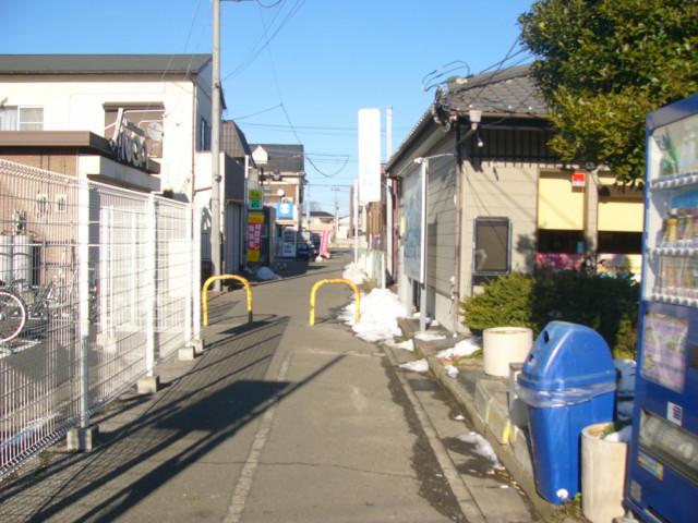 自転車置き場、美容院ノアさんの前を通る案内写真