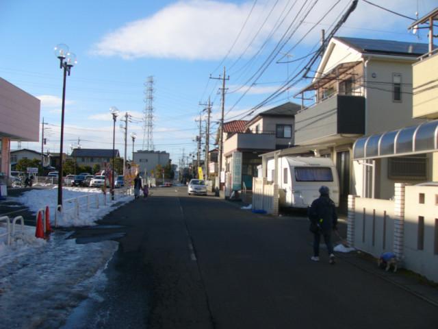 マルヤの前の広い通りの写真