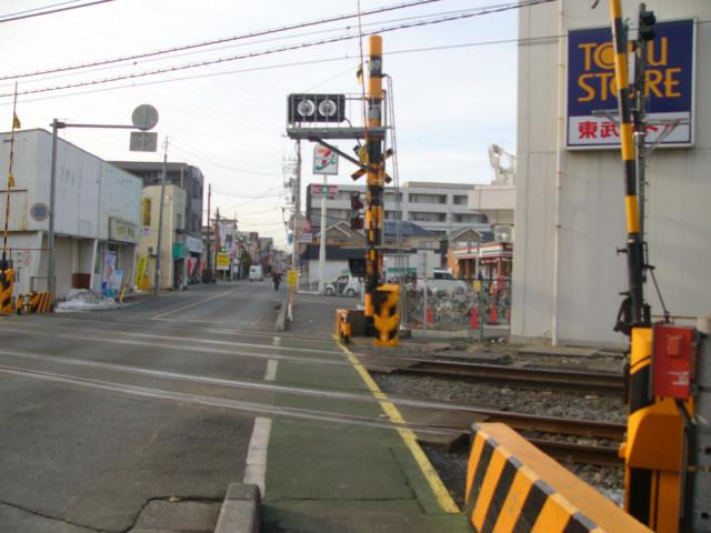 豊春駅の踏切の写真