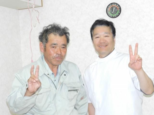お客様と戸田院長の笑顔の写真